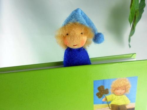 Lesezeichen-Wichtel aus Filz in blau, Junge