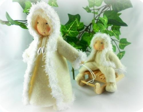 Schneekinder / Winterkinder mit Schlitten