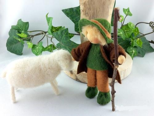 Hirtenkind mit 1 Schaf für die Krippe